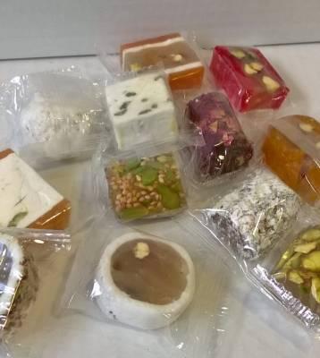 Assortiment de confiseries libanaises : nougats, malban, man w salwa 300 grs
